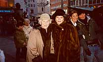 christmas 2002 - mutti and i at the marienplatz